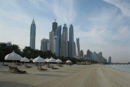 På hotell som anlitas av Apollo i Dubai kontrollerar ledningen  personalen genom att beslagta deras pass. Foto: Pixabay