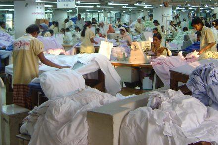 Fabrik som tillverkar kläder i Bangladesh.