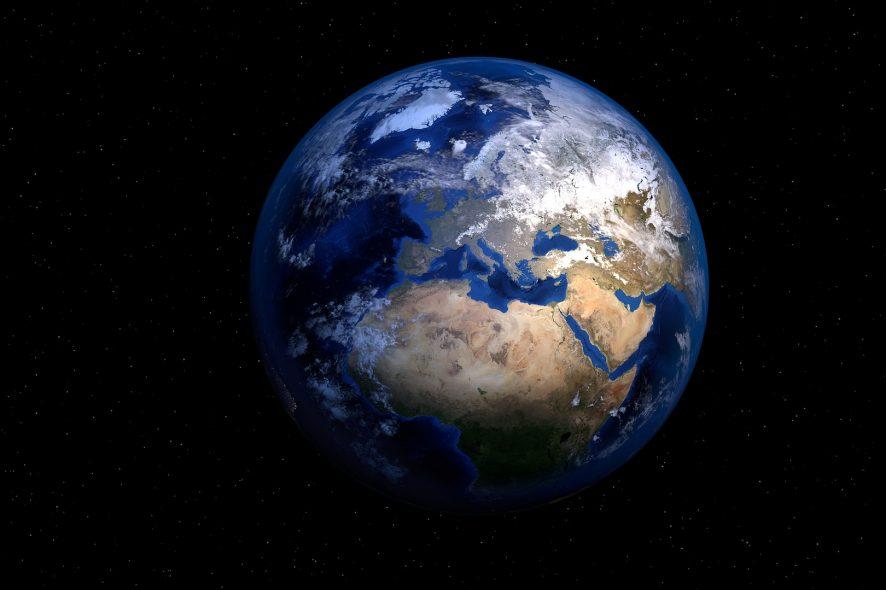 För att lösa de kriser som världen står inför måste globala frågor genomsyra hela partiernas politik och ges extra fokus efter valet, skriver Fair Action och 48 andra organisationer. Foto: Pixabay